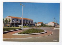 Nov19  858651    Brétignolles Sur Mer  Le Rond Point Et Hotel De Ville - Bretignolles Sur Mer