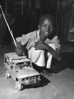 Photo Malawi   Jouet Landrover Créé Par Un Enfant 1982 Vivant Univers - Afrique
