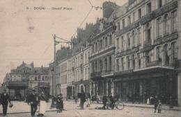 """DOUAI - Grand'Place (Belle Animation: Tramway Et Magasin """" Les Galeries Douaisiennes"""" - Douai"""