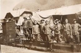CT-02989- MILITARI SU VAGONE FERROVIARIO- SANTA LUCIA D'ISONZO - SETTEMBRE 1930 - Krieg, Militär