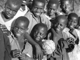 """Photo Malawi  """"football Club"""" Du Village Dans La Région De Mzuzu 1982 Vivant Univers - Afrique"""