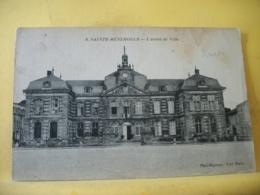 51 8350 CPA 1916. AUTRE VUE DIFFERENTE N° 2 - 51 SAINTE MENEHOULD. L'HOTEL DE VILLE. EDIT. BADINIERE N° 8 - ANIMATION - Sainte-Menehould