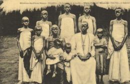 Missions Des Pères Blancs OUGANDA  Un Catéchiste Et Sa Famille RV - Oeganda