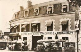 Cpsm Cour Cheverny Hotel Des 3 Marchands - Autres Communes