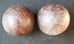 Une Paire De Boules En Bois  ( Diamètre 10 Centimètres ) - Bocce