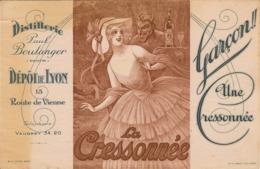 Garçon UNE CRESSONNEE Distillerie Paul BOULANGER (Pantin) 20.5 X 13.5 Cm Des Taches Jaunatres A Gauche - Carte Assorbenti