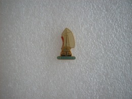 Pin's Voilier Le Colbert 92 - Barche