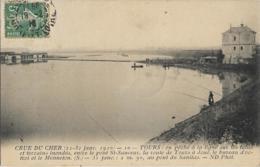 D37 - TOURS - CRUE DU CHER (21-31  JANV. 1910)  ON PÊCHE  A LA LIGNE SUR LES TALUS ET TERRAINS INONDES-ENTRE LE PONT ... - Tours