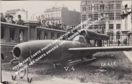 FOTOKAART CARTE PHOTO EXPOSITION GUERRE 40-45 MARCHE AUX GANTS ANVERS 1945 / BOMBE V4 / Edit: S.H.A.E.F. - Antwerpen