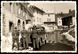 LES ROUSSES - OFFICIERS ALLEMANDS DEVANT LE RESTAURANT LA REDOUTE GRANDE RUE ( PASTEUR ) ET LEUR VOITURE VERS 1940 - France