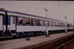 Photo Diapo Diapositive Slide Wagon Voitures SNCF De 2ème Classe Le 22/06/2000 VOIR ZOOM - Dias