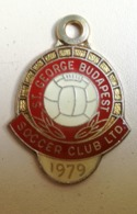 1979 St George BUDAPEST FOOTBALL SOCCER CLUB Ltd MEMBER BADGE MEDAL Pendant SYDNEY AUSTRALIA Abzeichen Fußballverein - Abbigliamento, Souvenirs & Varie