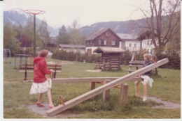 Girls Playing In The Park Unused (real Photo, Postcard Size) - Szenen & Landschaften