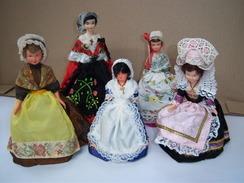 Poupée Folklorique De Région PETITCOLLIN Lot De 5 Poupées - Dolls