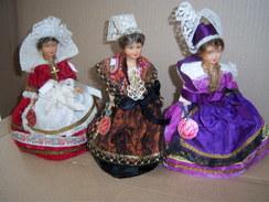 Poupée Folklorique De Région PETITCOLLIN Lot De 3 Poupées  PLASTIQUE ODETTE REINE - Dolls