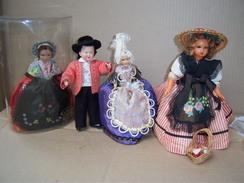 Poupée Folklorique De Région PETITCOLLIN SNF  Lot De 4 Poupées  PLASTIQUE ET CELLULOÏD - Dolls