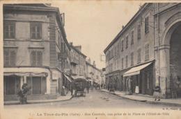 LA TOUR DU PIN  RUE CENTRALE VUE PRISE DE LA PALCE DE L'HOTEL DE VILLE - La Tour-du-Pin