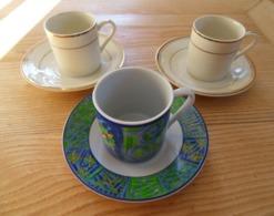 Tasses à Moka Avec Soucoupe  X 2  Blanc A Filet Doré + Tasse& Soucoupe Fantaisie  TBE - Tassen