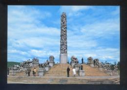 Oslo. *The Monolith...* Nueva. - Noruega