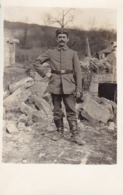 AK Foto Deutscher Soldat Vor Ruinen - 1. WK (44948) - Oorlog 1914-18
