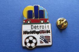 2 Pin's,Sport,WORLD CUP USA 94,DETROIT,mascotte,ball,soccer,ville,monument,auto,soleil - Fussball