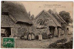 CPA  LE VAURIAT  -  Une Rue Du Village - Frankreich