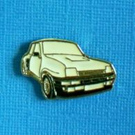 1 PIN'S //   ** RENAULT 5 MAXI TURBO / BLANCHE ** - Renault