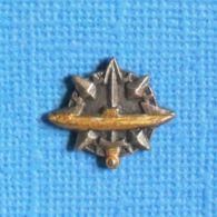 1 PIN'S //   ** INSIGNE DU CERTIFICAT D'APTITUDE Ä LA NAVIGATION SOUS-MARINE / SOUS-MARINIER ** . (J.Y. Ségalen) - Militaria