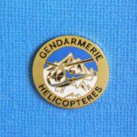 1 PIN'S //   ** GENDARMERIE HÉLICOPTÈRES ** . (Alpes Trophées) - Militaria