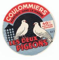 Ancienne étiquette Fromage Coulommiers LES DEUX PIGEONS   Frabriqué Dans La Marne - Kaas