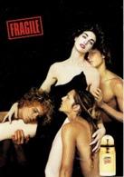 """Carte Postale  + Patch Au Verso Jean-Paul GAULTIER   """"FRAGILE"""" 2001 - Duftkarten"""