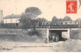 91. N°54165. ANGERVILLE.Le Pont De La Gare.train - Angerville