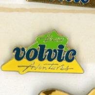 N# - PIN'S:  VOLVIC AVENTURES - Levensmiddelen
