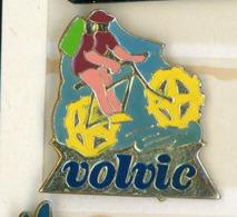 N# - PIN'S:  VOLVIC VTT - Levensmiddelen