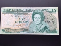 EAST CARIBEAN P22D 5 DOLLARS 1988.1993 VF - Caribes Orientales