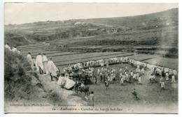 CPA MADAGASCAR - AMBOSITRA Combat De Boeufs Betsileo - Excellent état - Madagascar