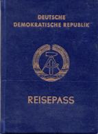 """(Kart-ZD) DEUTSCHE DEMOKRATISCHE REPUBLIK """"REISEPASS"""" Ausgestellt: Görlitz 13.7.82 - Documents Historiques"""