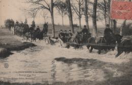 L'Artillerie Montée Et Les Obstacles - Passage D'un Gué .( Chevaux, Canon, Charriot) - Militari