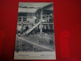 LAOS INDIGENES AU BUREAU DE POSTE DE PAK SAN - Laos