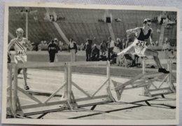 Foto Cromo Olimpiada De Los Ángeles. 1932. Nº 34. Atletismo 400 Metros Vallas. Robert Tisdall, Irlanda Hecho 1936 Berlín - Tarjetas