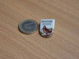 CHASSEURS REVINOIS. REVIN. ARDENNES . CHASSE BECASSE BECASSINE. PORCELAINE. - Animales