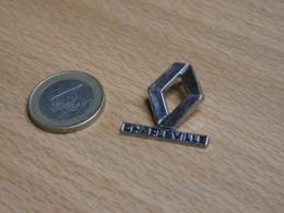 AUTOMOBILE RENAULT CHARLEVILLE  ARDENNES. - Renault