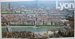Brochure Touristique LYON (vers 1980) - 24 Pp. - 21 X 21 Cm - Nombreuses Publicités  (années 80)           *** /P100 - Dépliants Touristiques