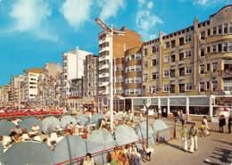 CPM - DE PANNE - Het Strand Met Zijn Parasols En De Zeedijk - De Panne