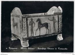 TARQUINIA (VT):  MUSEO  ETRUSCO  -  SARCOFAGO  IN  TERRACOTTA  -  CENNO  DI  PIEGA  -  PER  LA  SVIZZERA  -  FOTO  -  FG - Musei