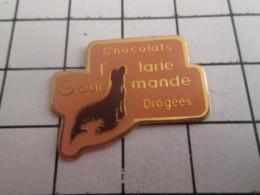 719 (pas 717)  PINS PIN'S / Beau Et Rare : Thème ALIMENTATION / CHOCOLATS DRAGEES L'OTARIE GOURMANDE - Levensmiddelen