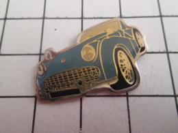 719 (pas 717)  PINS PIN'S / Beau Et Rare : Thème AUTOMOBILES / VOITURE BLEU CIEL ANNEES 50/60 A IDENTIFIER - Pins