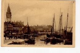 Dunkerque  Bassin Du Commerce (quai Des Hollandais , Bateau , Hôtel De Ville - Dunkerque