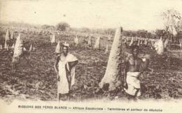 MISSIONS DES PERES BLANCS  Afrique Equatoriale Termitères Et Porteur De Dépeche RV - Missions