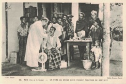 Îles De La Sonde- ** Belle Cpa PAS COURANTE  (voir Description) ** Un Père Faisant Fonction De Dentiste - N°506 - Indonesia